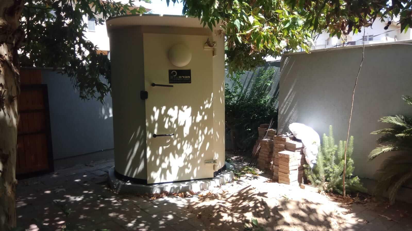 מיגונית בחצר בית ללא הפרעה